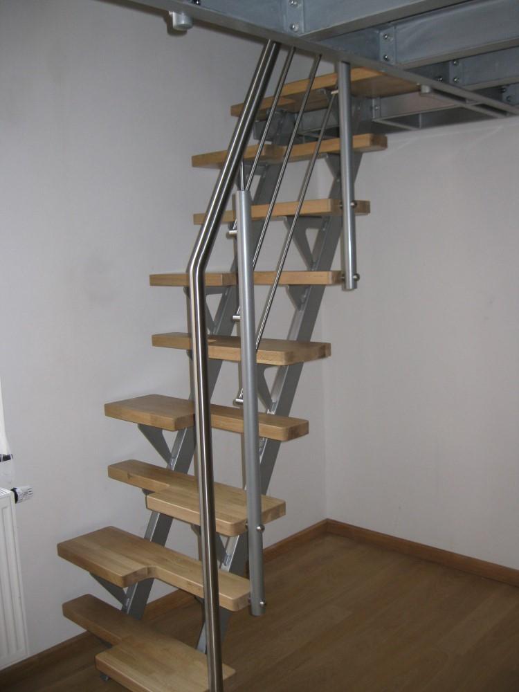 est un escalier peu encombrant plaisant et innovant en métal qui peut ...
